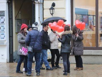 Гербери от МГЕРБ по повод Деня на влюбените в Русе