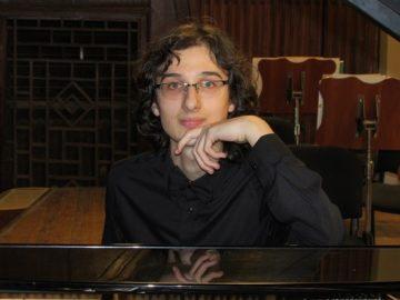 """Пианистът от Училището по изкуствата в Русе Николай Димитров е сред номинираните за годишните награди на фондация """"Енчо Керязов"""""""
