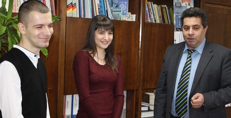 """Двама младежи започват в Областна администрация - Русе по програма """"Старт на кариерата"""""""