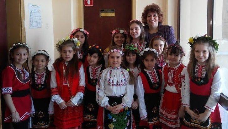 Лазарки посетиха днес РУО на МОН - Русе