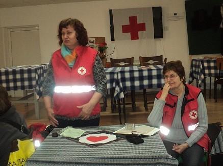 Представители на БЧК - Русе запознаха възрастните хора в Тръстеник с оказване на първа долекарска помощ и др.