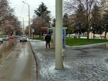 зима спирка градски транспорт обледеняване тролеи