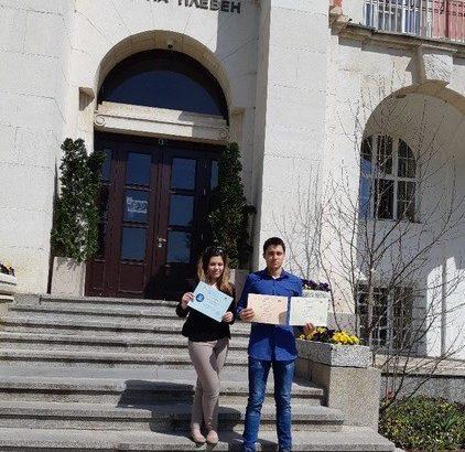 """Ученици от ПАГ """"Гео Милев"""" - Русе участваха в национална конференция по физика"""