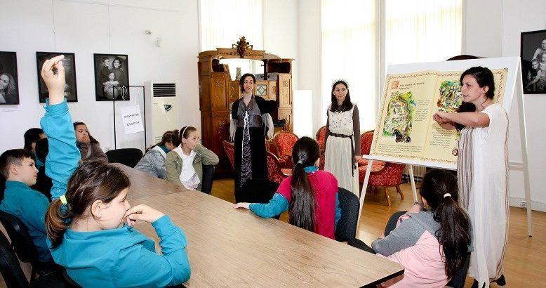 """Днес в Историческия музей в Русе се проведоха занятията от класна стая """"Средновековие"""""""