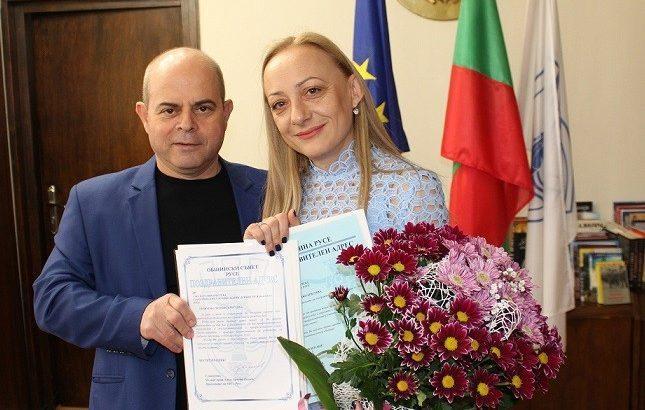 Днес заместник-кметът по комунални дейности Наталия Кръстева отпразнува рождения си ден