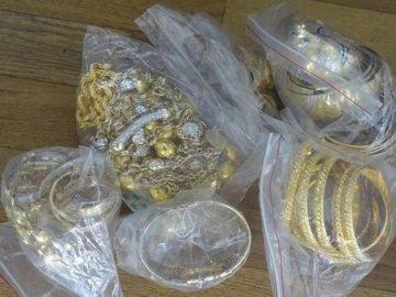 Над половин килограм златни бижута и стотици кутии контрабандни цигари задържаха у българин на Дунав мост 1