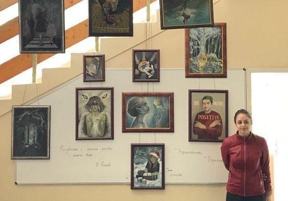 """Абитуриентка подреди своя изложба в СУПНЕ """"Фридрих Шилер"""""""