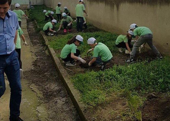 "Третокласници от ОУ ""Иван Вазов"" - Русе засадиха днес дръвчета"
