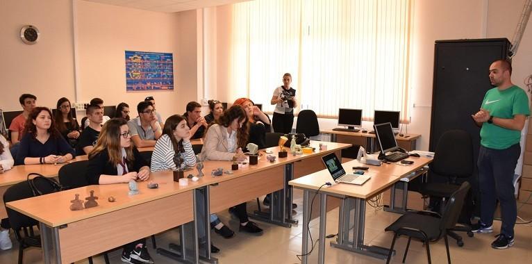 "Семинар за ученици проведе екипът на катедра ""Телекомуникации"" на Русенския университет"