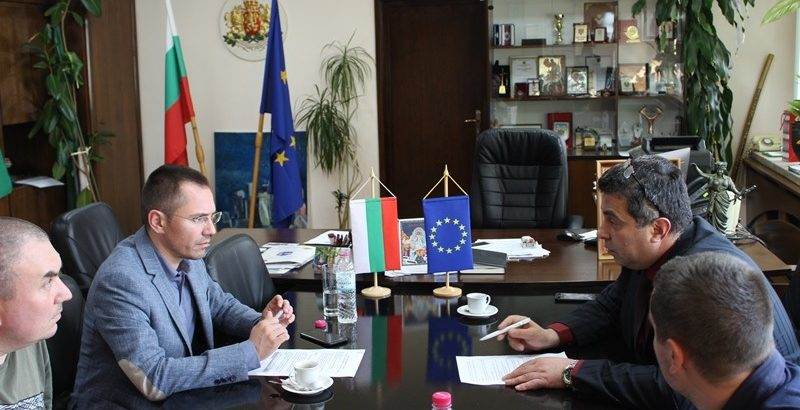 Областният управител се срещна с евродепутата Ангел Джамбазки днес