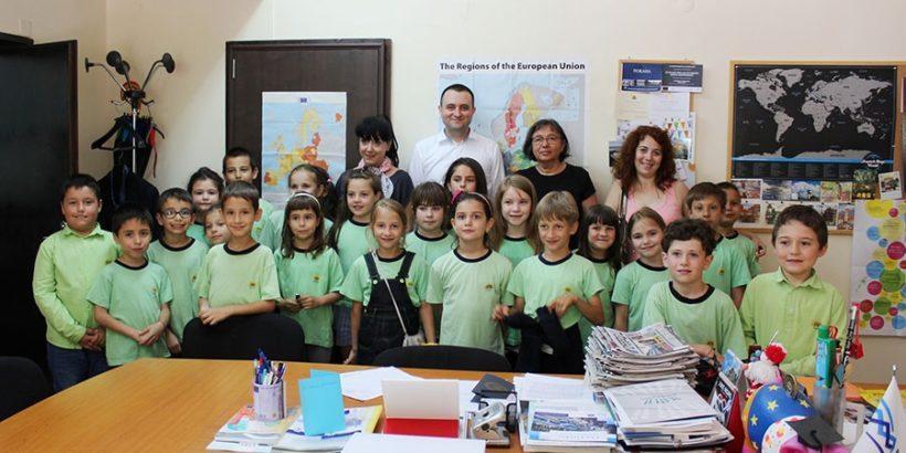 Първокласници от ОУ Иван Вазов гостуваха в Община Русе