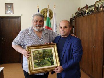 Художникът Владимир Ангелов получи златна значка Русе