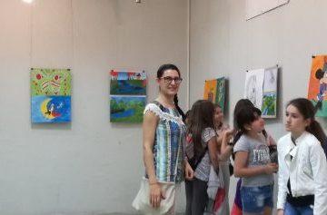 """Ученици от СУ """"Възраждане"""" с изложба в училището"""