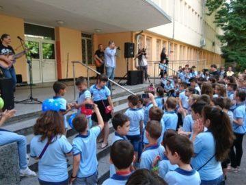 """Най-малките ученици от СУ за европейски езици изпратиха учебната година с """"Вечните български песни"""""""