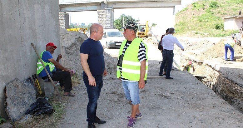 """Кметът провери как се реконструира част от """"тапата"""" на Дунав мост 1"""