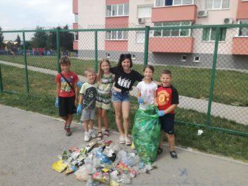 деца чародейка чистят площадка блок 305 2