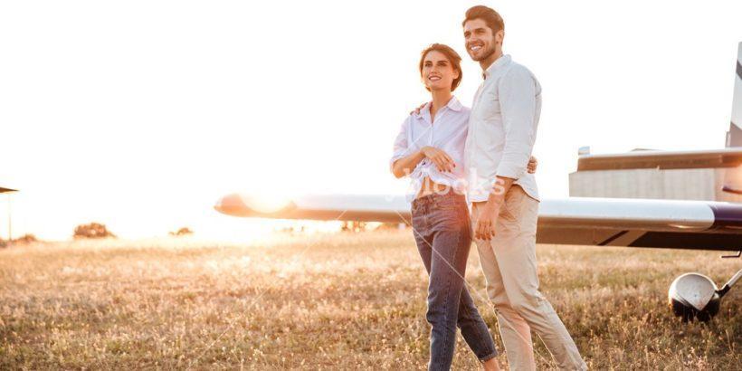 мъж и жена плаж разходка