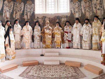 Русенският митрополит Наум съслужи с александрийския патриарх Теодор на Петровден