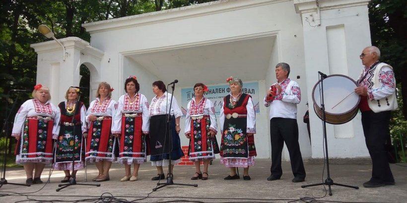 Певци от Ценово се изявиха на фестивал в Разград