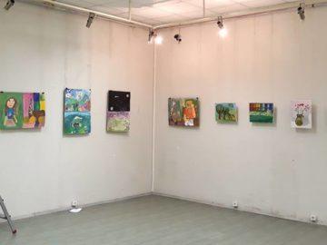 Ученици от СУЕЕ подредиха изложба в Художествена галерия - Русе