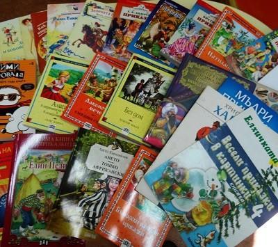 Ученици купиха книги за библиотеката в Русе вместо букет за учителката си