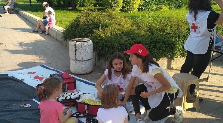 Младежката структура на Българския Червен кръст организира този следобед празник за всички деца
