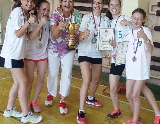 """Сребърни медали за момичетата от отбора на ОУ """"Любен Каравелов"""" – Русе"""