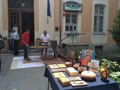 Демонстрации по стругарство и дърворезба пред ПГДВА - Русе