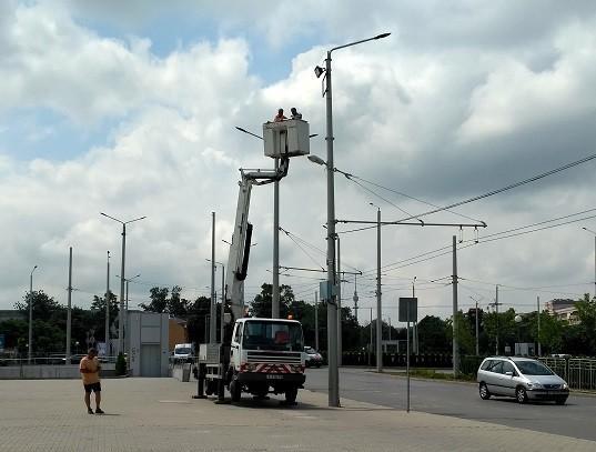 """Монтират ново осветление на площада пред зала """"Арена Русе"""""""