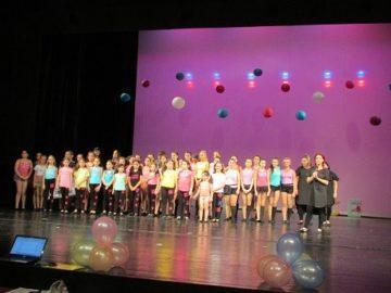 Специален медал и грамота за Star dance по повод годишния концерт на формацията