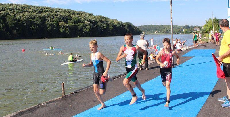 На езерото Липник се провежда Държавното първенство по триатлон – спринтова дистанция