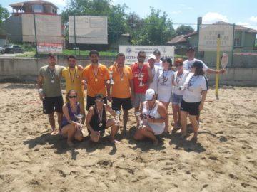 Работнически турнир по плажен тенис и теглене на въже се проведе в събота в Русе
