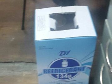 12 бутилки нелегално пренасян фреон задържаха инспектори от Митница Русе в района на Дунав мост 1