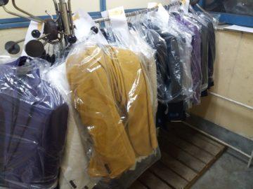Инспектори от Митница Русе пресякоха опит за контрабанда на голямо количество мъжки маркови дрехи от Турция