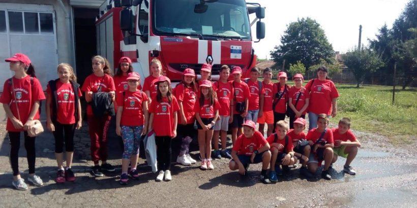 Млади родолюбци от Две могили се запознаха с работата на пожарникарите