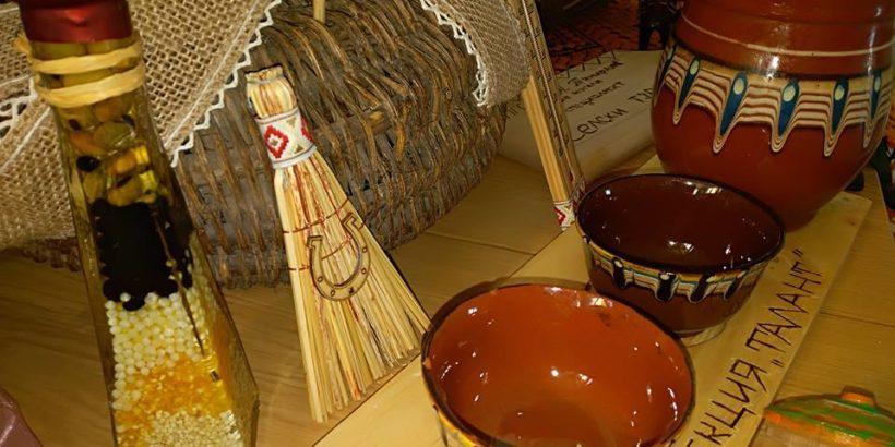 """Изложба на ученици от специалност """"Селски туризъм"""" в ПГСС """"К. А. Тимирязев"""" - Две могили се откри днес"""