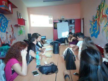 """Младежи от клуб """"Дебати"""" и Младежки парламент към ОМД - Русе участваха в уебинар"""