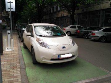 Фотооко: Електромобил на мястото си в центъра на Русе