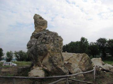 """Нарушена е целостта на скално образувание """"Дикилиташ"""", намиращо се в селищното образувание """"Стълпище"""""""