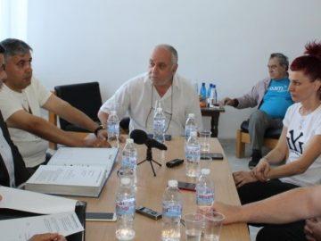 Областният управител Галин Григоров се срещна с представители на протестиращите за пътищата Русе – Кубрат и Кубрат – Разград