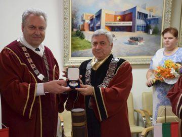 Александър Сладковски стана носител на почетното звание