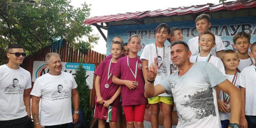 Два комплекта медали Далян плувният турнир Александър Русев 1