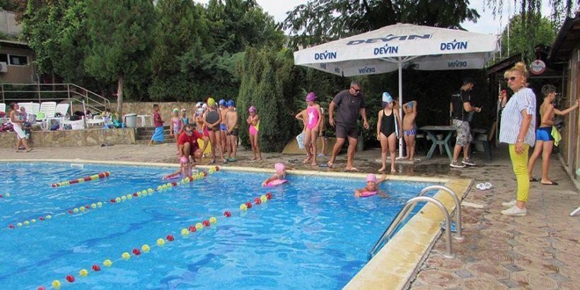 веселите жабки научи се да плуваш триатлон далян плуване турнир