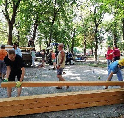 Студенти по архитектура започнаха строителството на парковото оборудване до бившата захарна фабрика