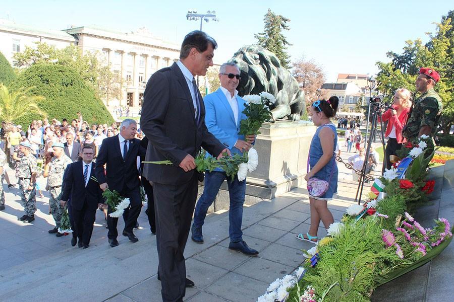 ден на независимостта празник русе поднасяне на цветя 3