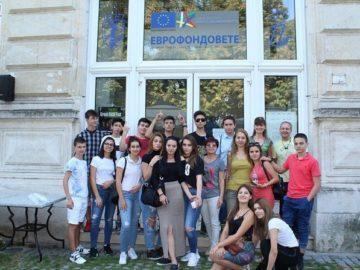 Младежи се запознаха с работата на ОИЦ - Русе