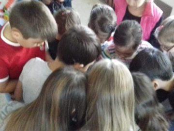 """Второкласници от ОУ """"Тома Кърджиев"""" - Русе се включиха в кампанията в подкрепа на Лори"""