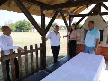 Евродепутат и народен представител откриха нов екокът със спортни терени в Екзарх Йосиф