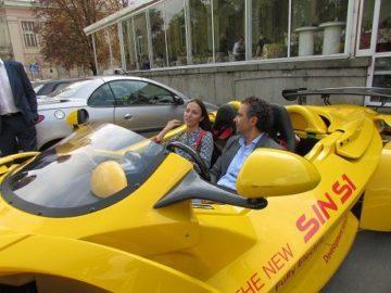 Евродепутатът Ева Мейдел се вози в електрическия русенски спортен автомобил Sin S 1