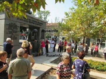 БСП и БАС отбелязаха скромно Девети септември в Русе